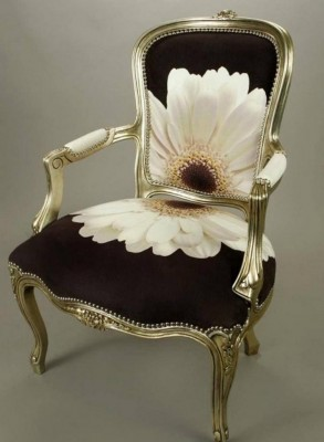 chair-with-flower-293x400